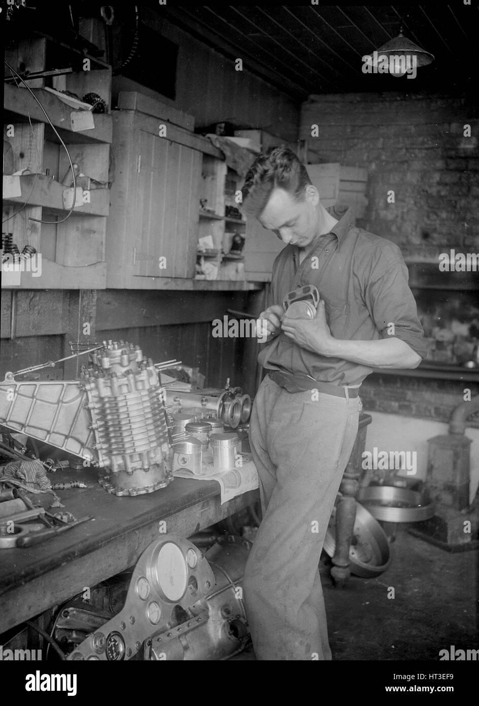 Mechanic working on Raymond Mays' 2996 cc Vauxhall-Villiers. Artist: Bill Brunell. - Stock Image