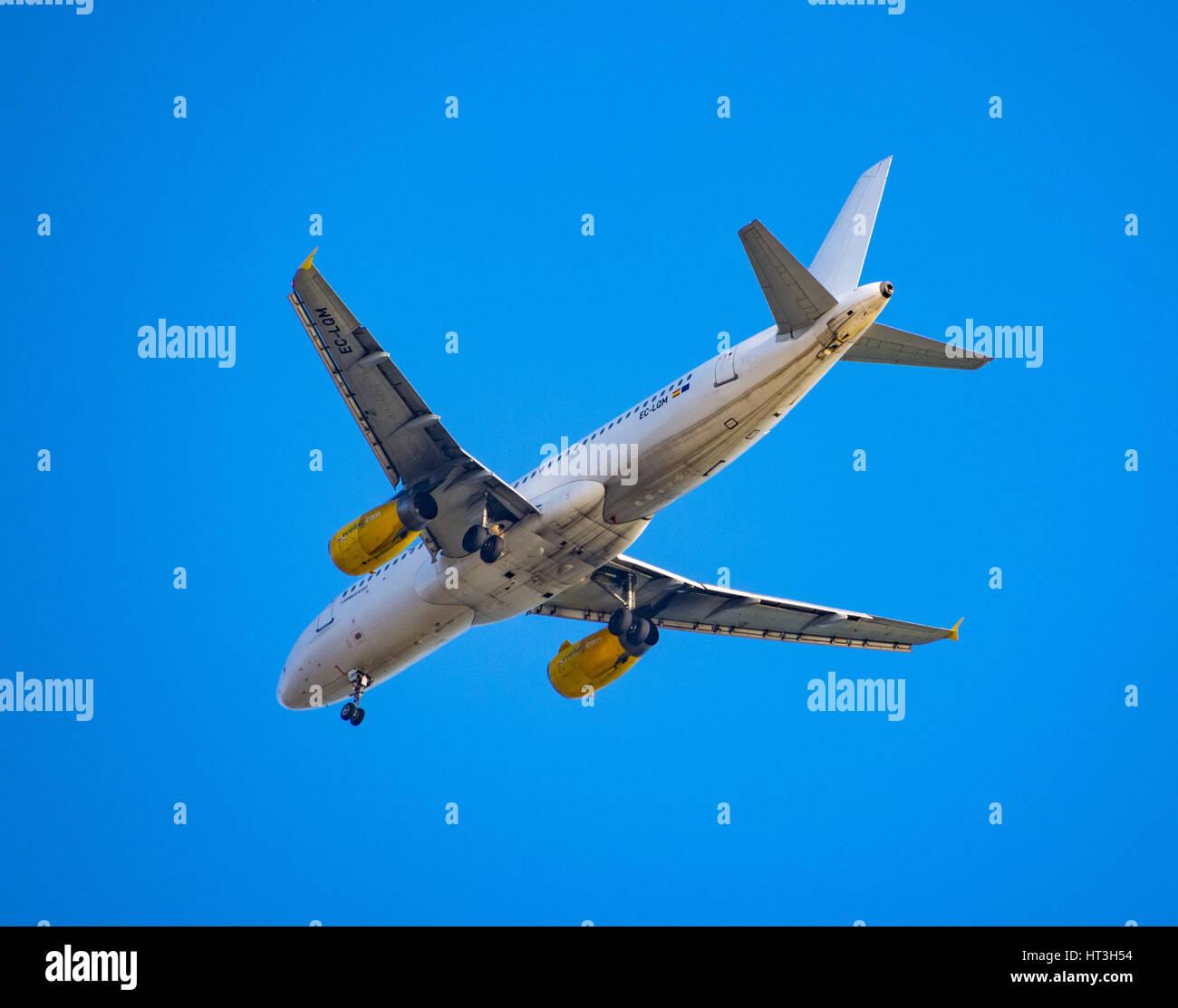 Vueling Airbus A320 - landing at Barcelona El Prat - Stock Image
