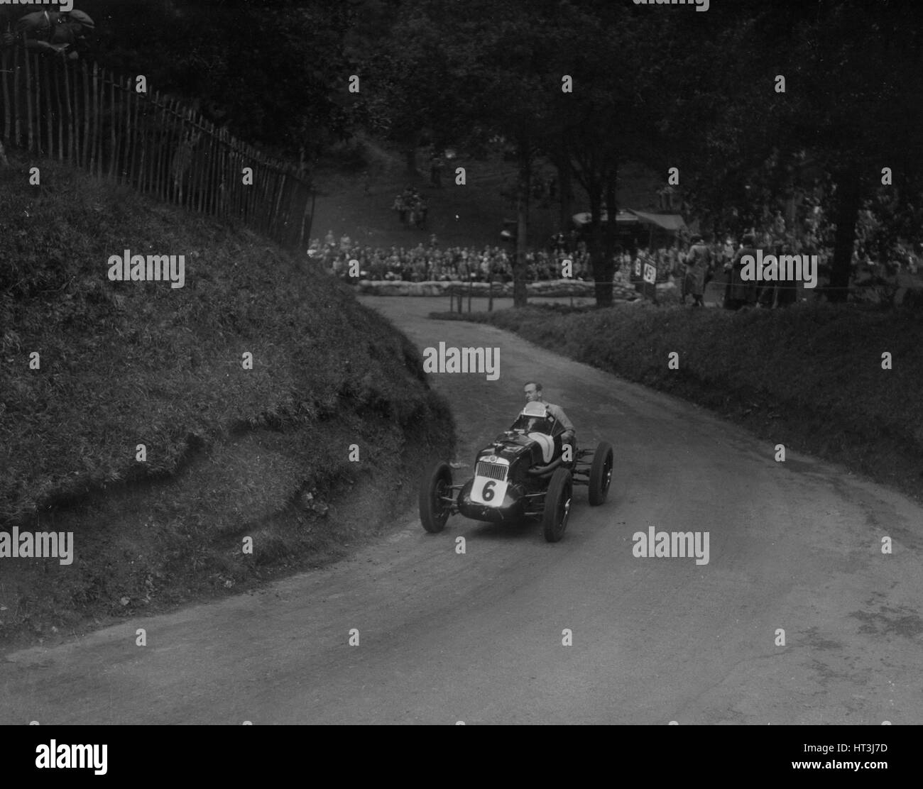 MG R type of Ian Connell competing in the Shelsley Walsh Hillclimb, Worcestershire, 1935. Artist: Bill Brunell. - Stock Image