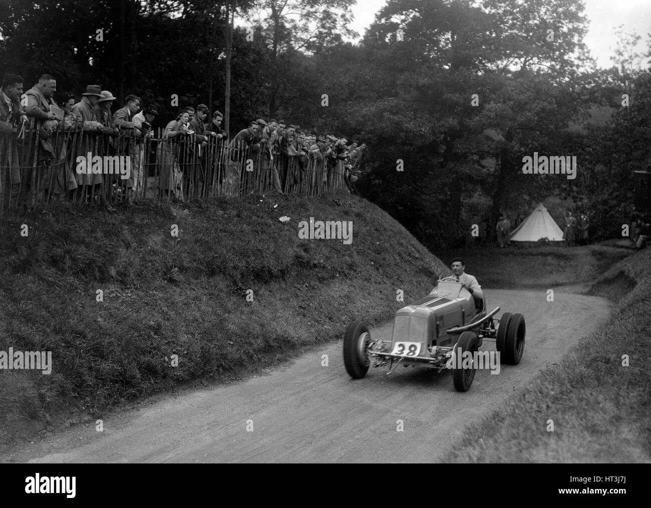 ERA of Raymond Mays competing in the Shelsley Walsh Hillclimb, Worcestershire, 1935. Artist: Bill Brunell. - Stock Image