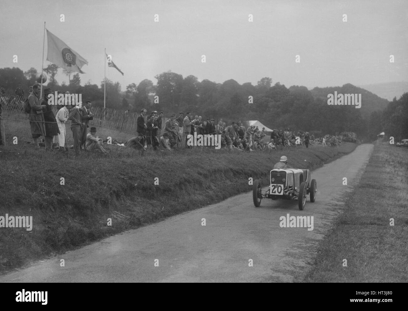 Singer competing in the Shelsley Walsh Hillclimb, Worcestershire, 1935. Artist: Bill Brunell. - Stock Image