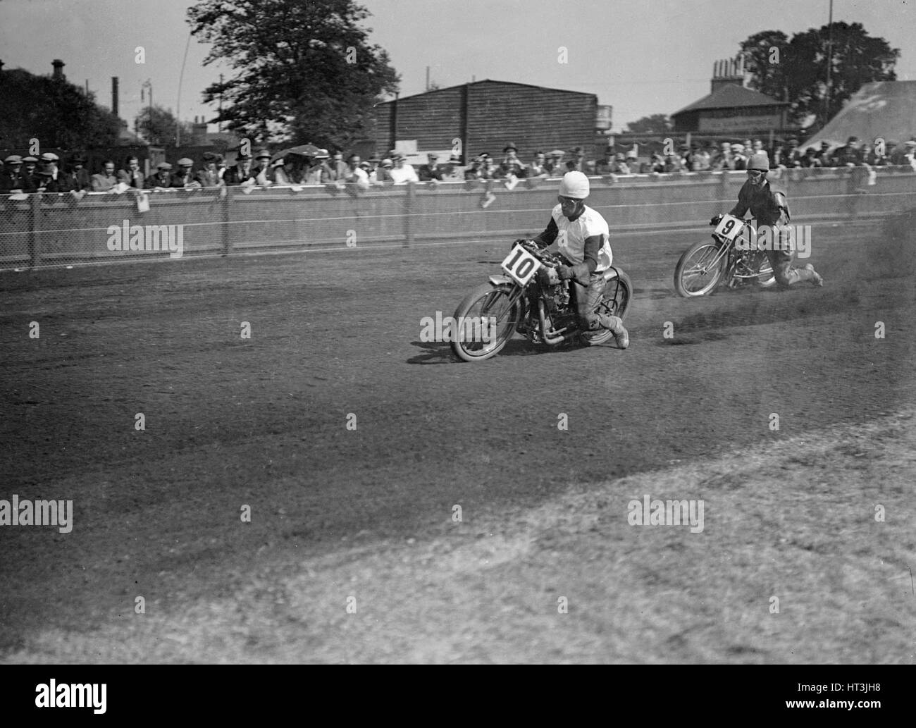 Speedway race at Lea Bridge Stadium, Leyton, London, 1928.   Artist: Bill Brunell. - Stock Image