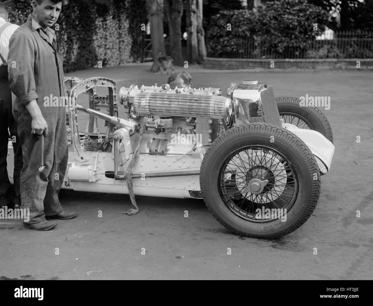 Engine of Raymond Mays' Vauxhall-Villiers with the bonnet removed, c1930s. Artist: Bill Brunell. - Stock Image