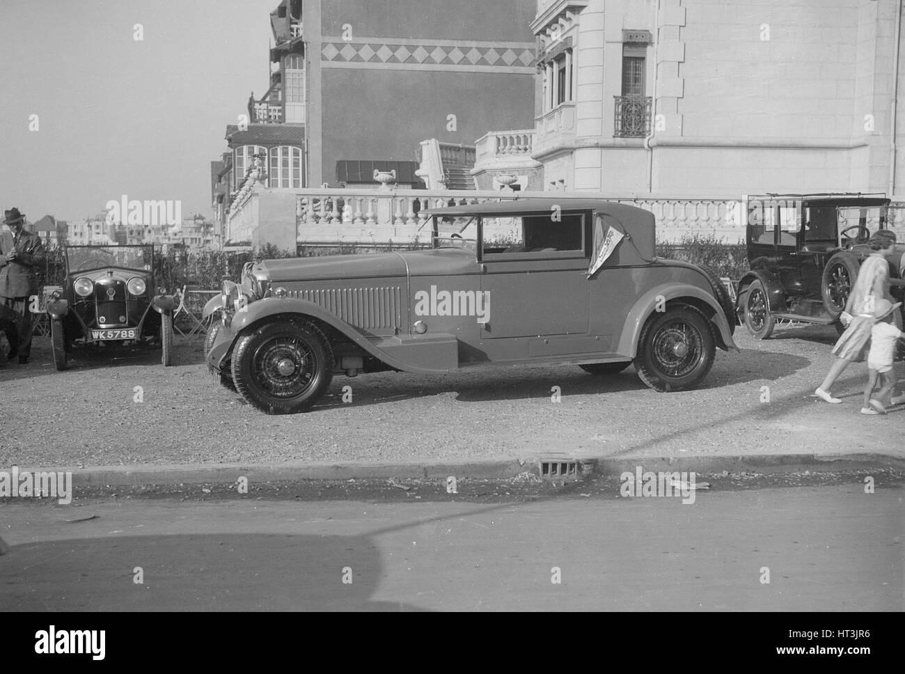 Minerva 2-door coupe at Boulogne Motor Week, France, 1928. Artist: Bill Brunell. - Stock Image