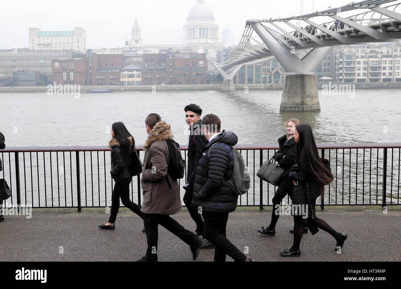 A group of students walking near the Millennium Bridge in London, UK  KATHY DEWITT - Stock Image