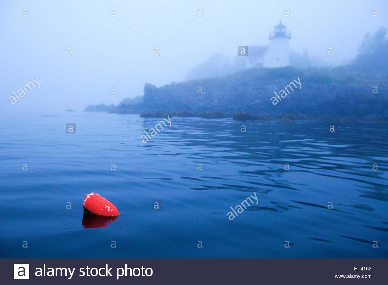 0902-1011 Curtis Island lighthouse with lobster pot buoy, Camden, Maine. - Stock Image