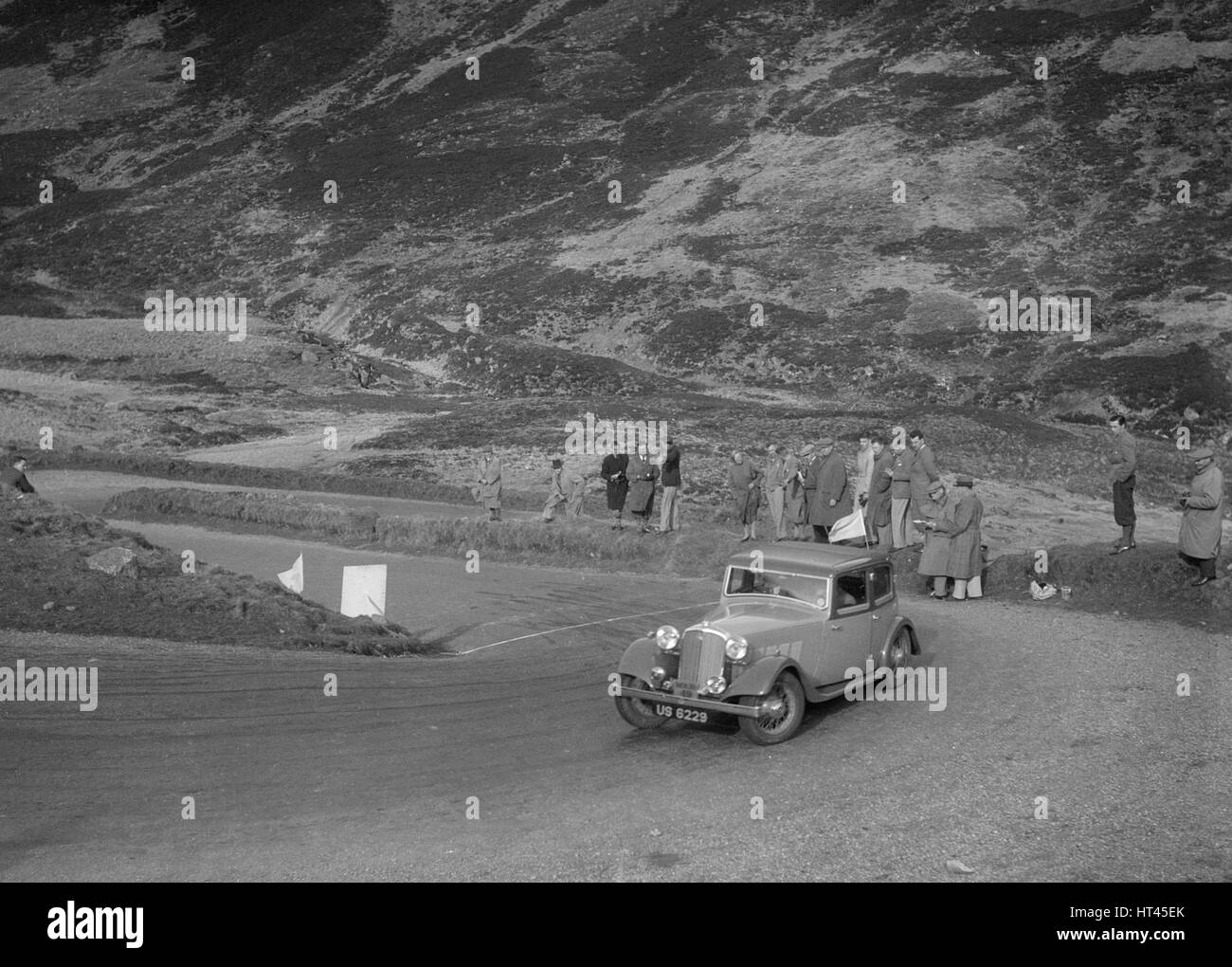 Rover saloon of J Gibbon Jr at the RSAC Scottish Rally, Devil's Elbow, Glenshee, 1934. Artist: Bill Brunell. - Stock Image