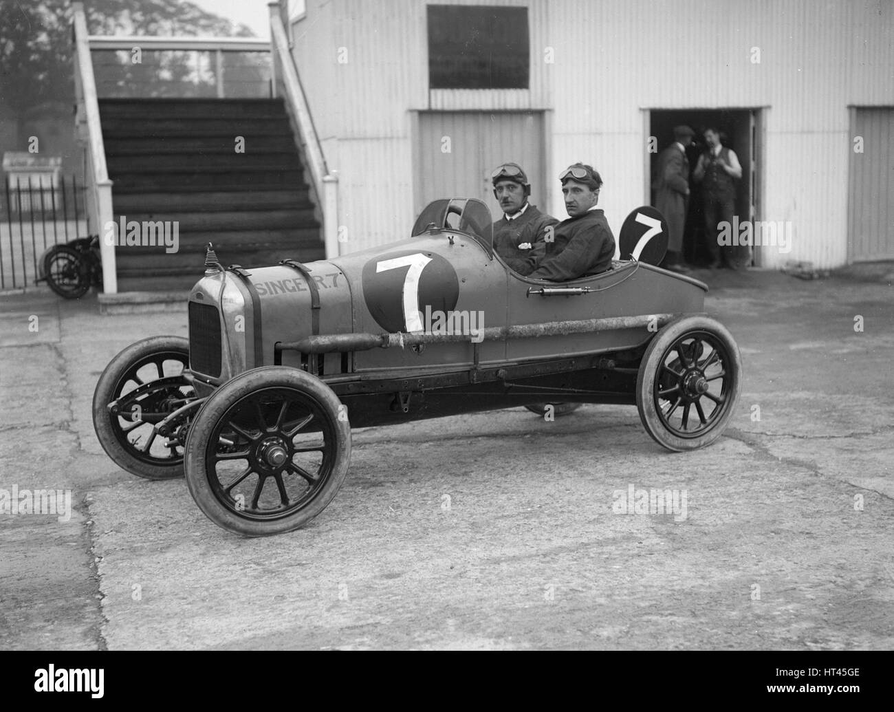 W Bickell in his Singer at the JCC 200 Mile Race, Brooklands, Surrey, 1921. Artist: Bill Brunell. - Stock Image
