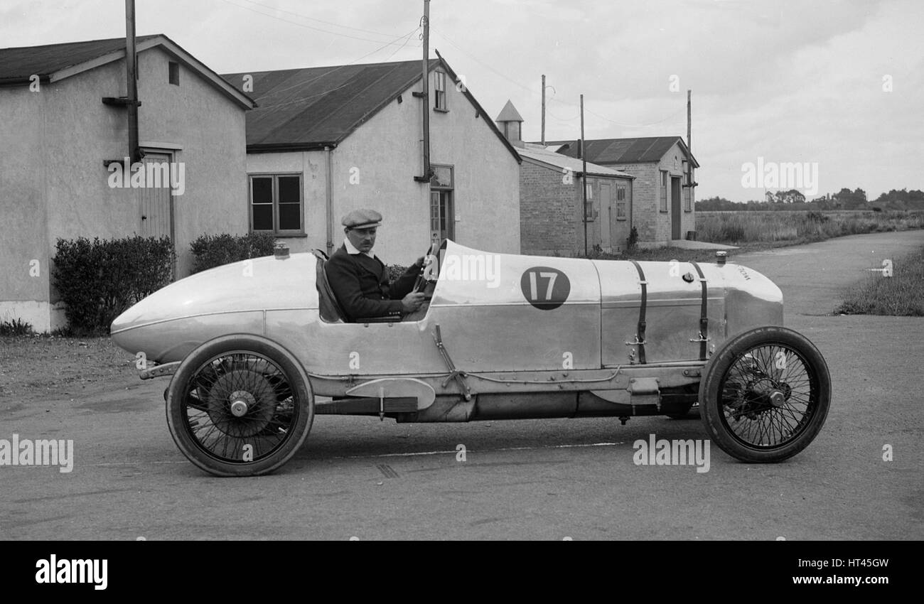 AG Miller in his Wolseley single-seater racer at Brooklands, Surrey, 1920s. Artist: Bill Brunell. - Stock Image