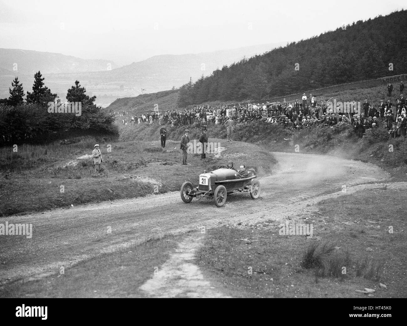 Aston Martin Bunny of Frank B Halford competing in the Caerphilly Hillclimb, Wales, 1923. Artist: Bill Brunell. - Stock Image