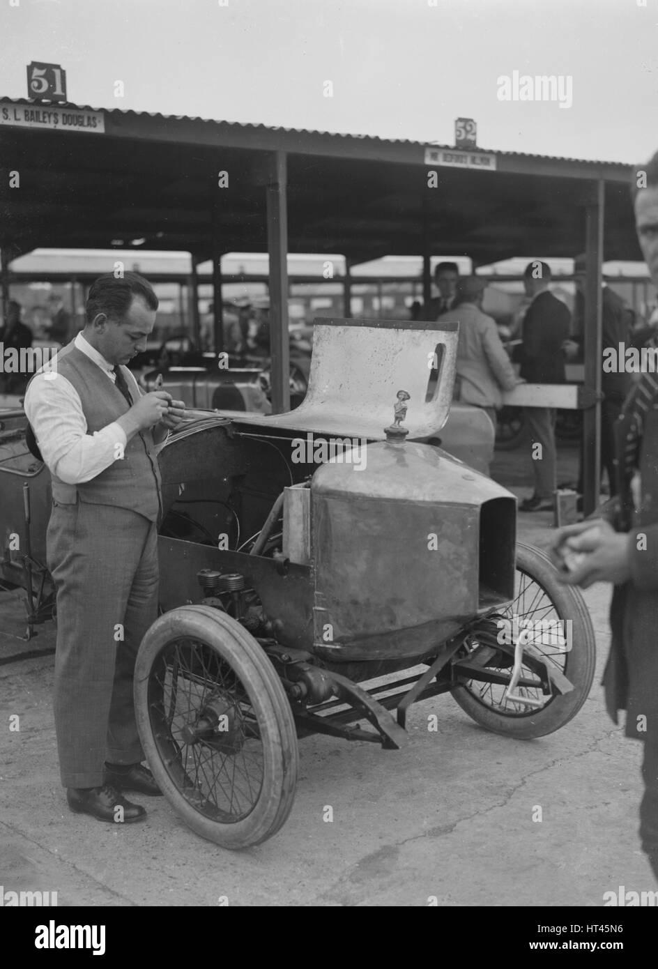 Douglas racing car of SL Bailey at the JCC 200 Mile Race, Brooklands, Surrey, 1921. Artist: Bill Brunell. - Stock Image
