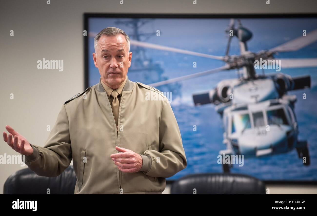 U.S. Joint Chiefs of Staff Chairman Joseph Dunford speaks to Marine Corps War College students at the Pentagon February - Stock Image