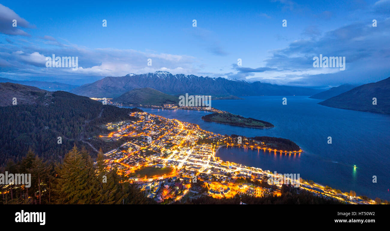 View of Lake Wakatipu and Queenstown, evening mood Ben Lomond Scenic Reserve, Berkgette The Remarkables, Otago, - Stock Image