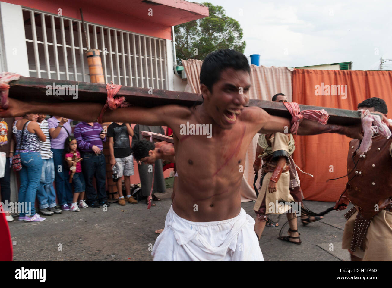 Venezuela, Caracas, Petare, Miranda State 06/04/2012. Dramatization of the crucifixion of Jesus Christ in El Nazareno - Stock Image