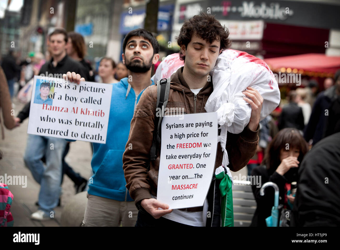 Students in Manchester , UK , protest against  violence in Syria. Pictured in Piccadilly Gardens - Stock Image
