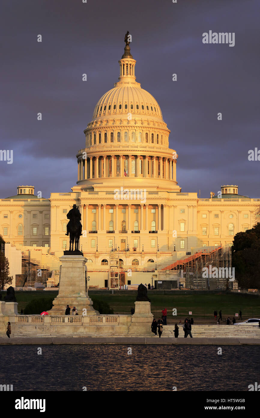 U.S.Capitol Building with Ulysses S.Grant Memorial in foreground under later afternoon sunlight. Washington D.C. - Stock Image