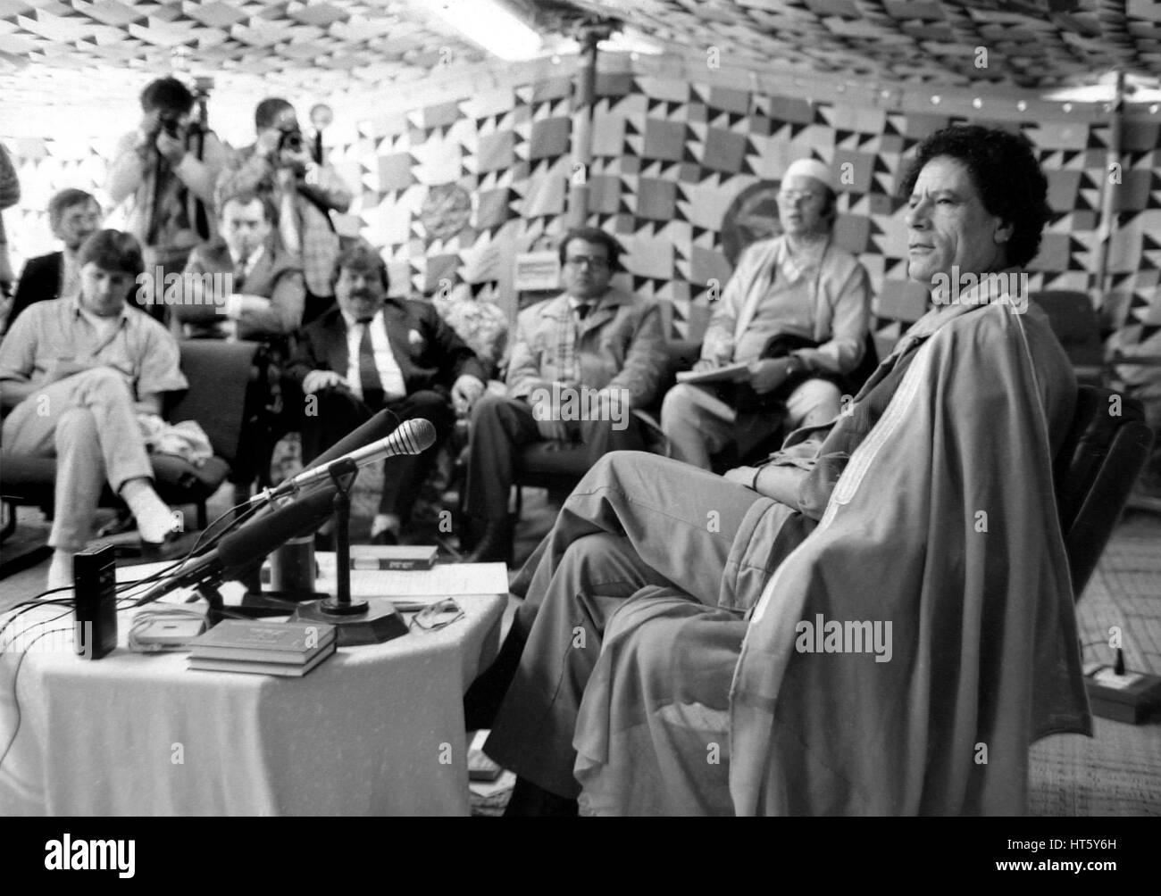 Tripoli, Lybia, Jan. 1988 - The Libyan revolutionary leader Muammar Al-Gaddhafi at the reception of Heinz Weifenbach - Stock Image
