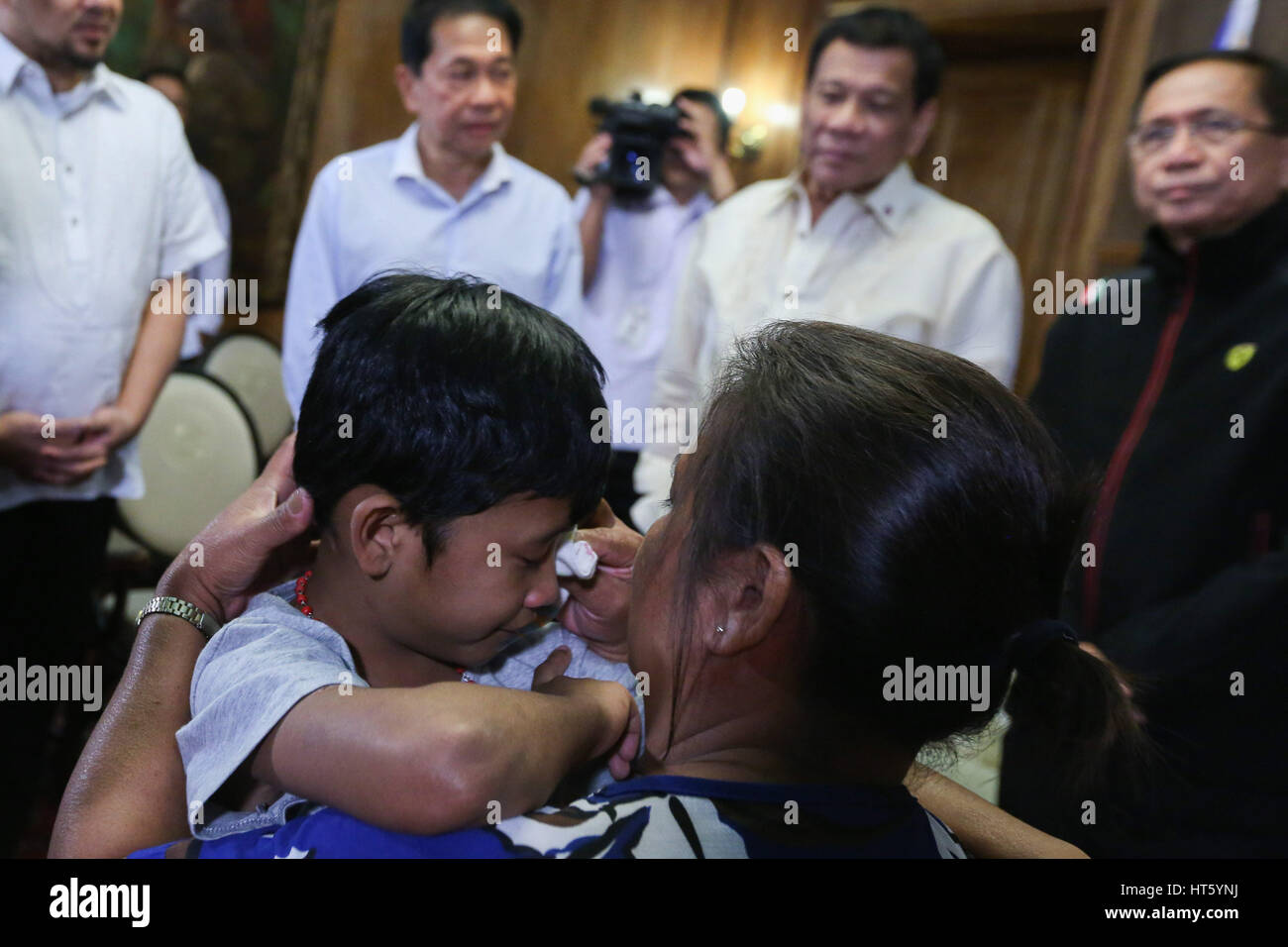 Young kidnap victim Rexon Romoc embraces his mother Nora after being reunited at the Malacanang Palace as Philippine - Stock Image