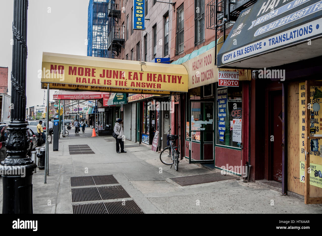 """""""No more junk, eat healthy. Halal is the answer"""" is a restaurant in Franklin Avenue in Brooklyn, United States of - Stock Image"""