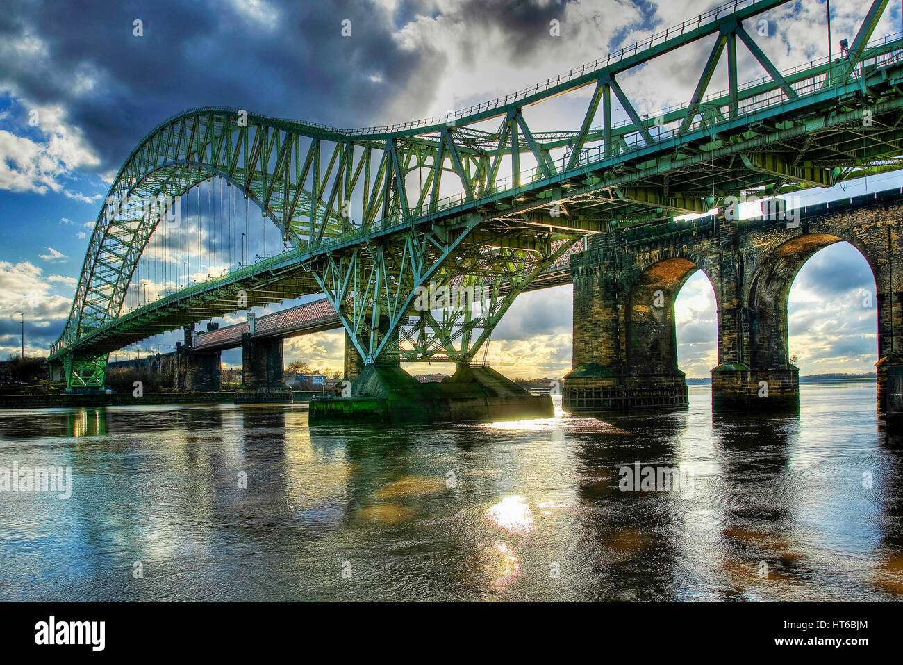 The Queensway bridge over the river Mersey and Manchester ship canal between Widnes and Runcorn. - Stock Image