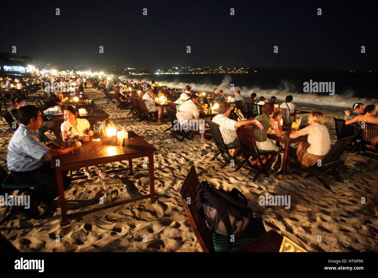 Der Strand von Jimbaran mit den Fischrestaurants am Abend im sueden von Bali auf der Insel Bali in Indonesien.. - Stock Image