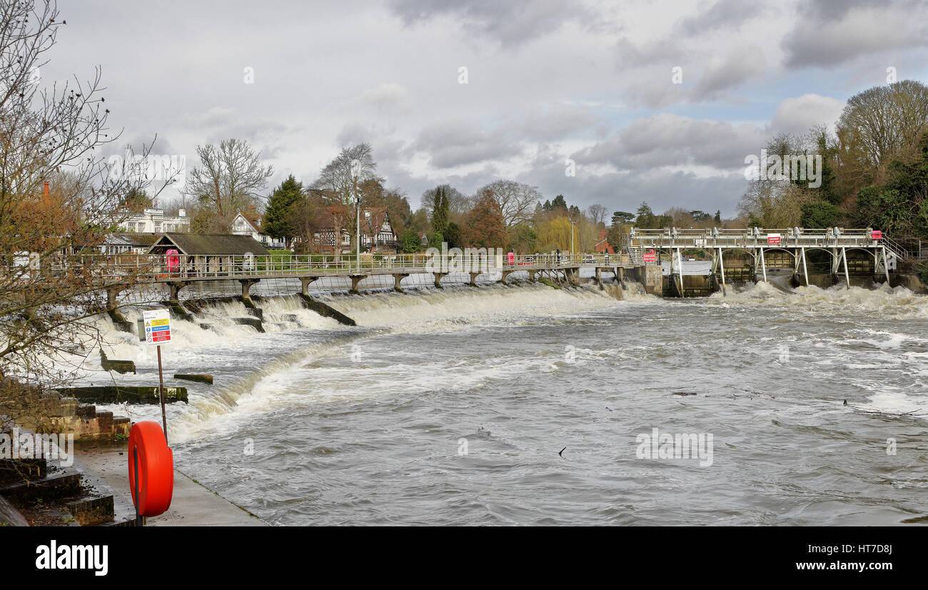 Swollen river Thames passing through a Weir and sluice at Maidenhead - Stock Image