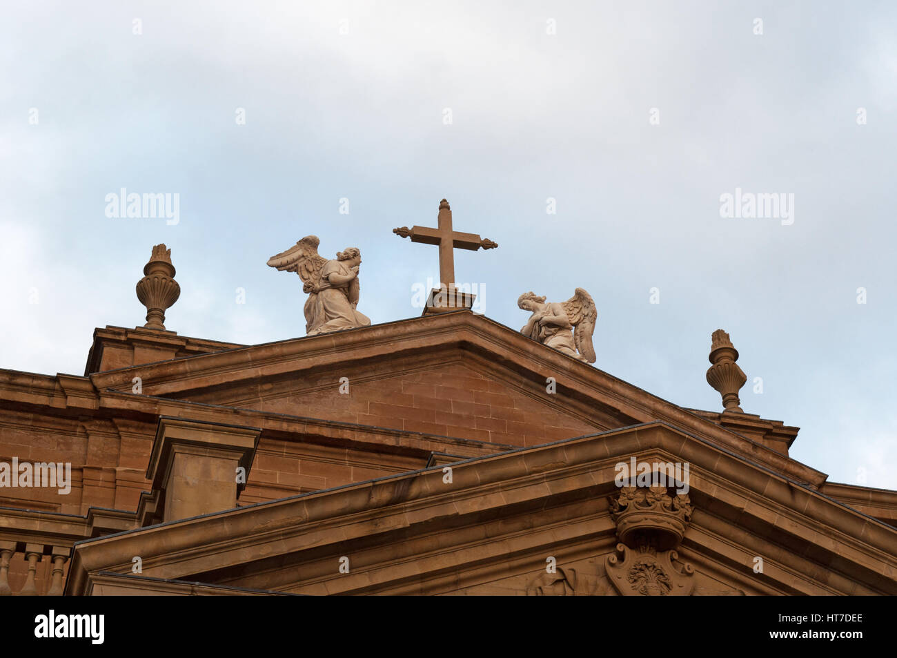 Spain: the pediment of the Cathedral, the roman catholic church of Santa Maria la Real in Pamplona, the Old City - Stock Image