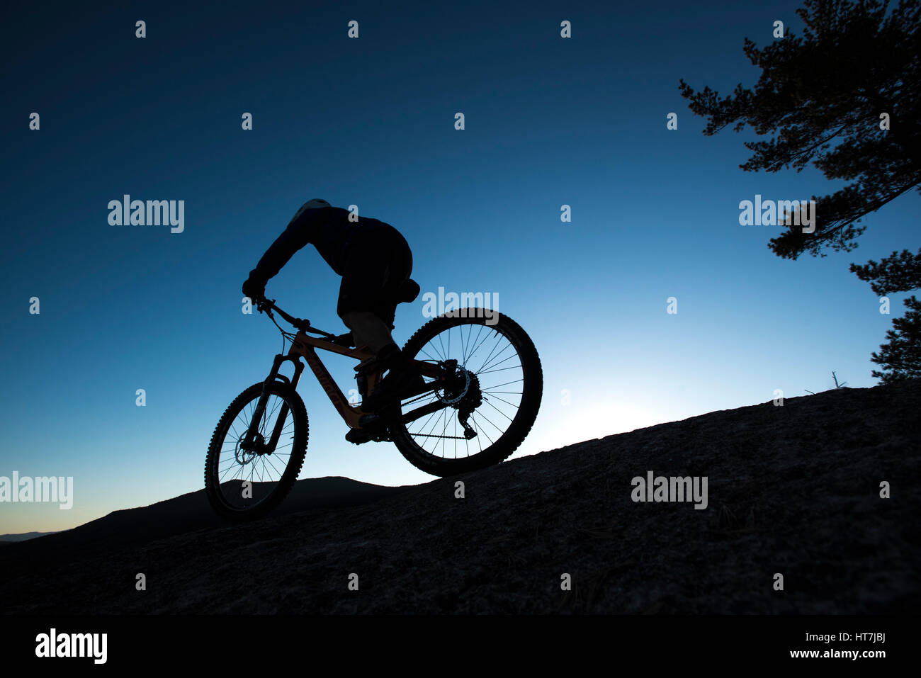 Alex Leich Mountain Biking On The Bare Granite Slabs Of Whitehorse Ledge In North Conway, New Hampshire - Stock Image