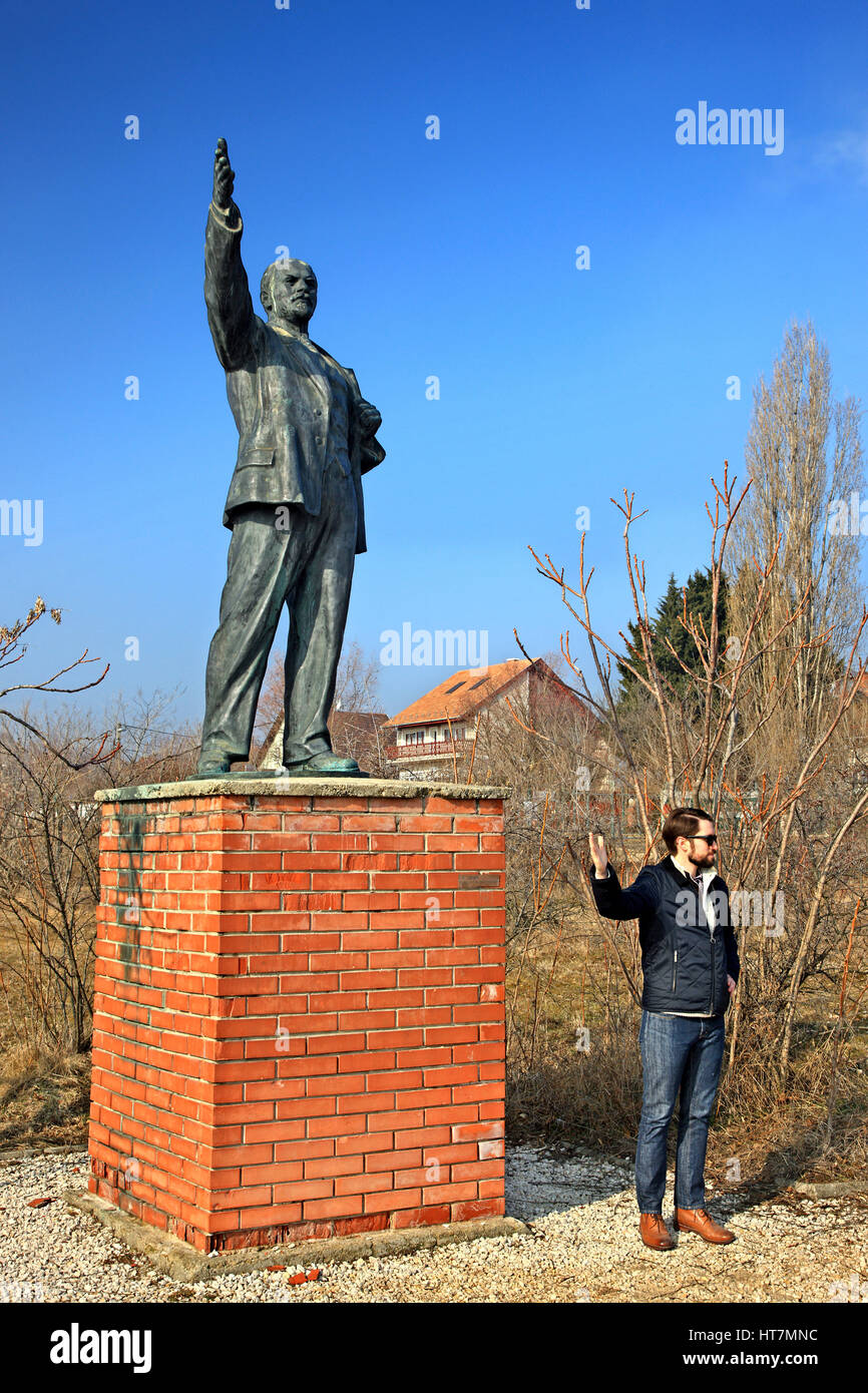 Statue of Lenin (Vladimir Ilyich Ulyanov) in the Memento Park, an open-air museum about 10 km SW of Budapest, Hungary. - Stock Image