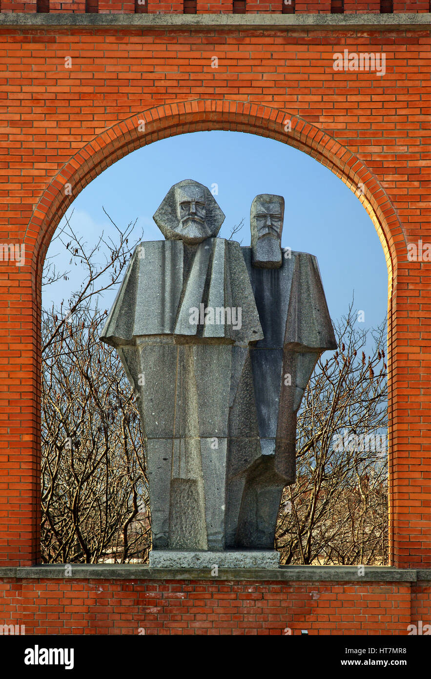 Statue of Karl Marx and Friedrich Engels in the Memento Park, an open-air museum about 10 km SW of Budapest, Hungary. - Stock Image