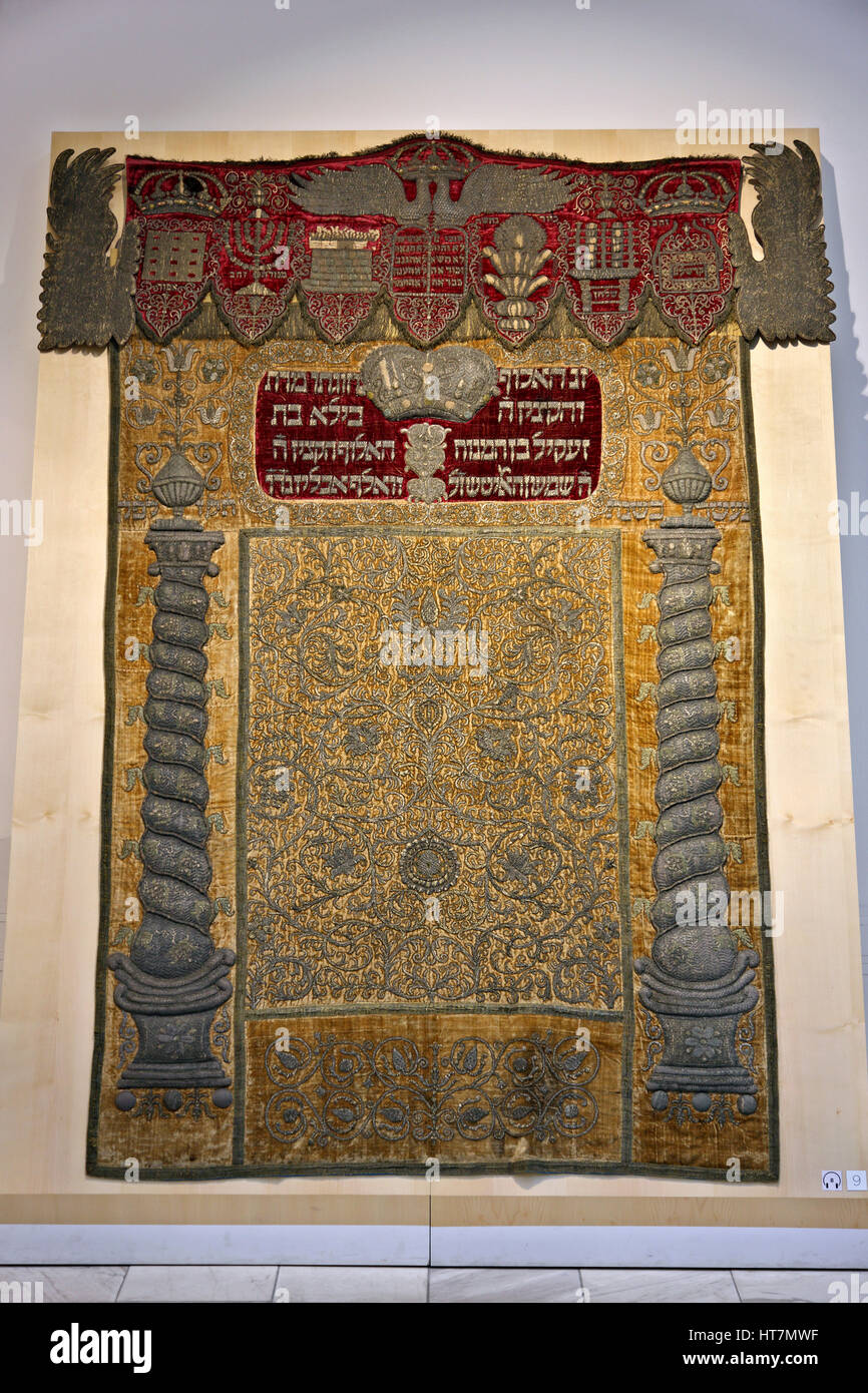 """Torah Ark curtain in the Hungarian Jewish Museum in the same building with the Great Synagogue (""""Dohany Street Synagogue""""), Stock Photo"""