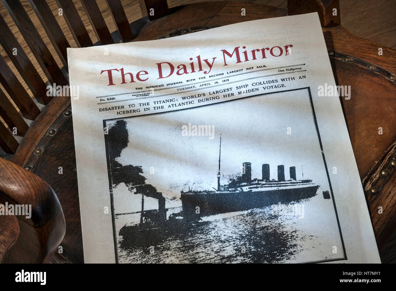 Front page of Daily Mirror dated April 16th 1912, with RMS Titanic ship  disaster headline, placed on old bosuns - Stock Image