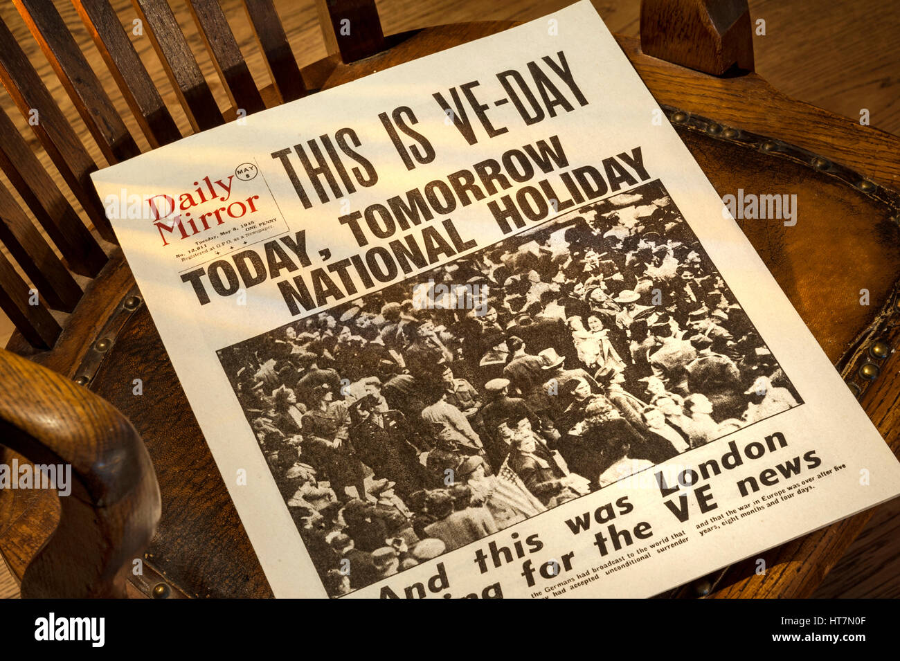 VE DAY UK HEADLINES Historic Daily Mirror newspaper headline 'This is VE Day' dated May 8th 1945 on 1940's wooden Stock Photo
