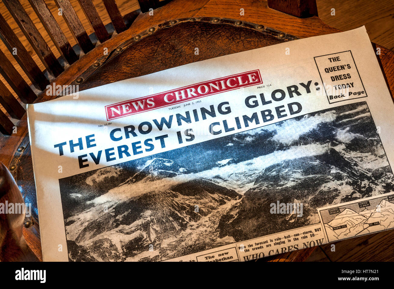 Daily Chronicle from 3rd June 1953 Mount Everest climbed on day of Elizabeth 11 coronation 'The Crowning Glory' - Stock Image
