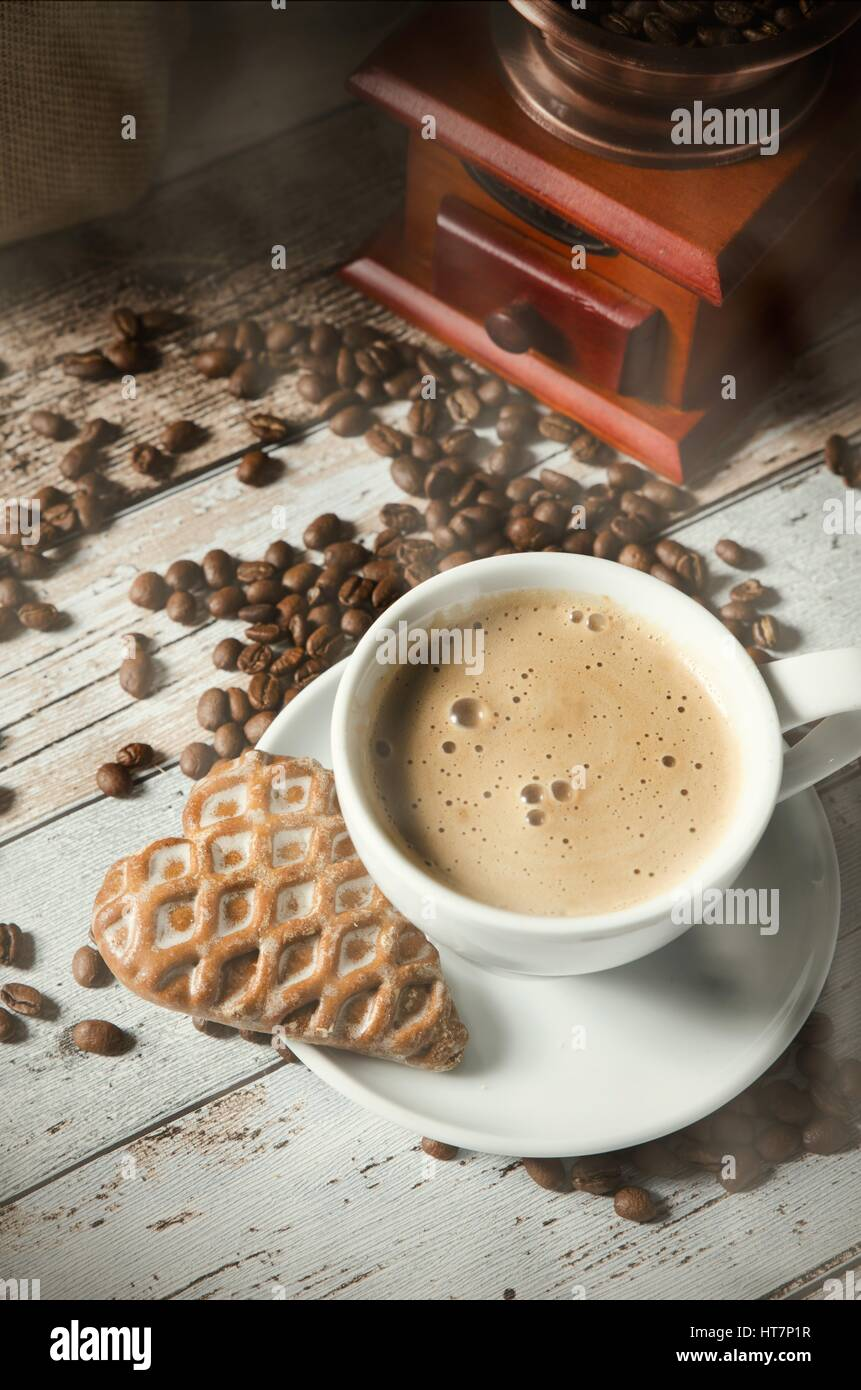 Coffee, gingerbread and old retro mill grinder. Roasted beans - Stock Image