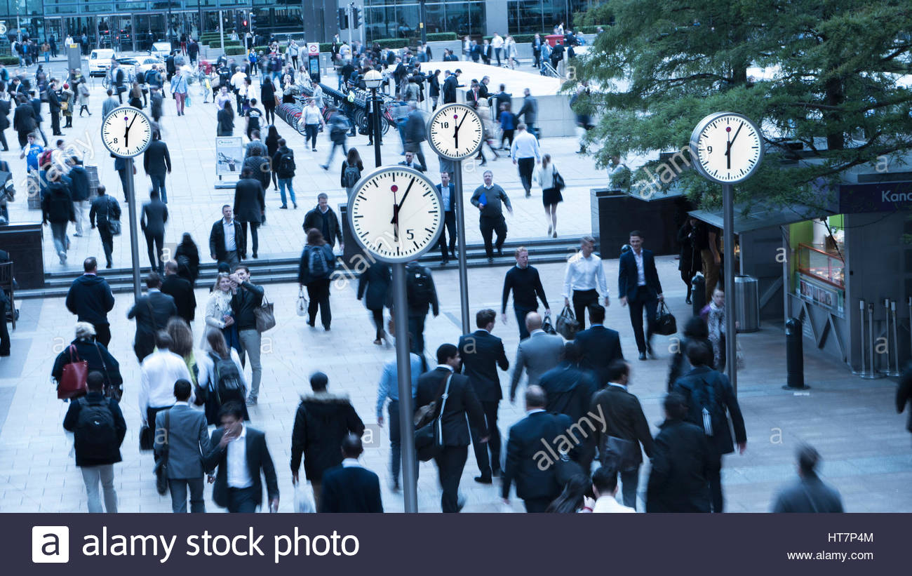 Canary Wharf South Colonnade office workers making the daily commute back home at the end of the working day - Stock Image