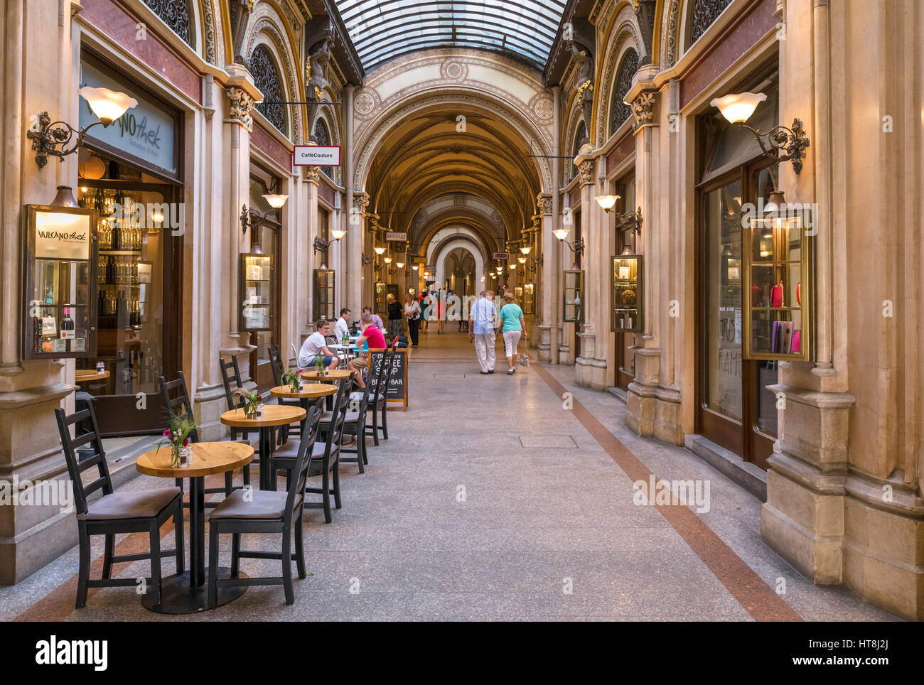 Cafe and shops in the Freyung Passage, Palais Ferstel, Innere Stadt, Vienna, Austria - Stock Image