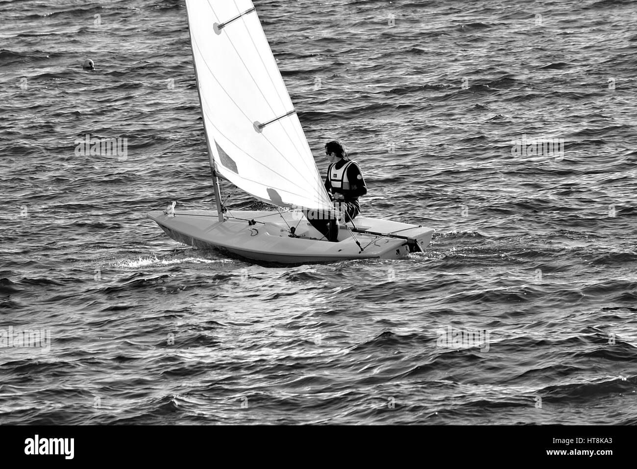voilier  sur l'eau . - Stock Image