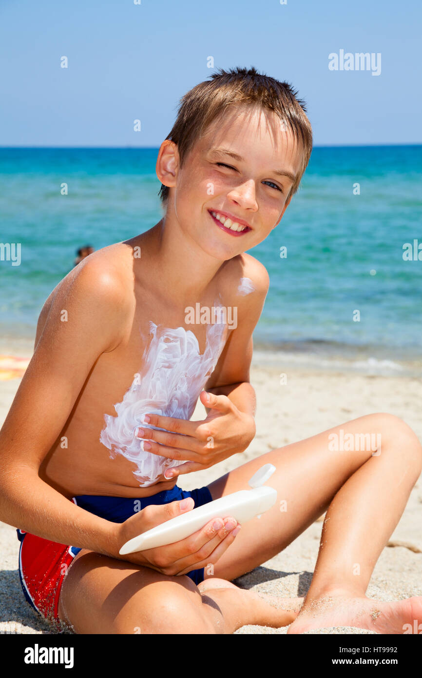 Child apply too much of sunblock cream - Stock Image