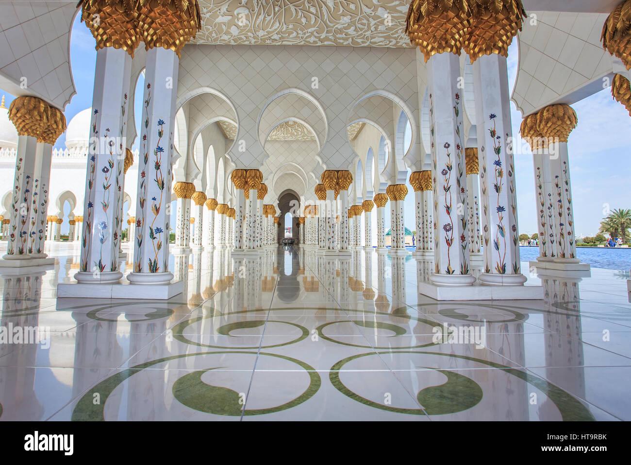 Sheikh Zayed Grand Mosque at dusk, Abu-Dhabi, UA Stock Photo