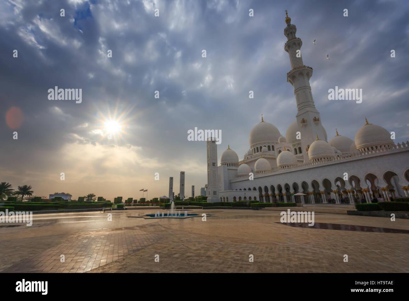 Sheikh Zayed Grand Mosque at dusk, Abu-Dhabi, UA - Stock Image