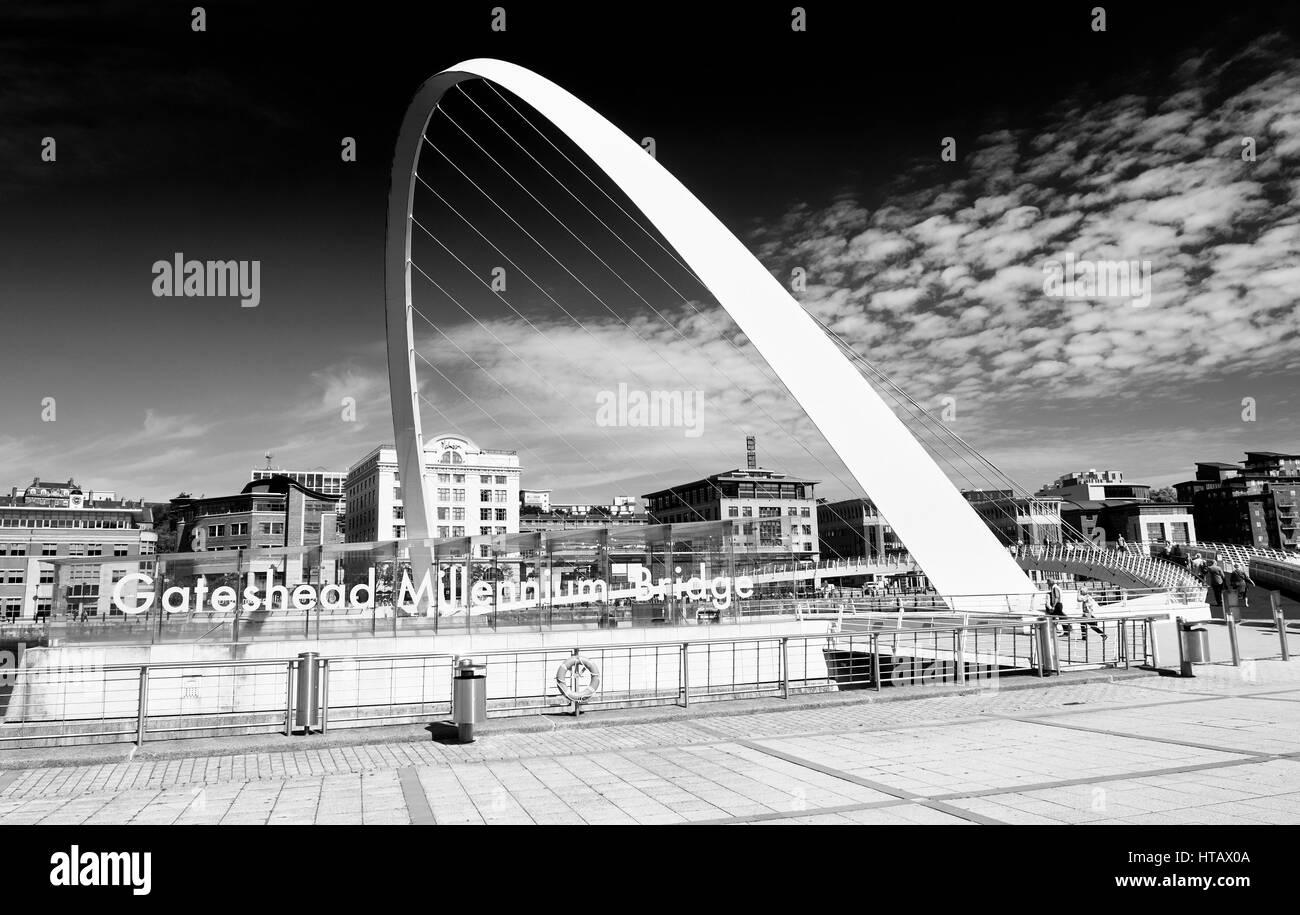 NEWCASTLE UPON TYNE, ENGLAND, UK - AUGUST 13, 2015:Black and white image of Gateshead's Millennium Bridge - Stock Image