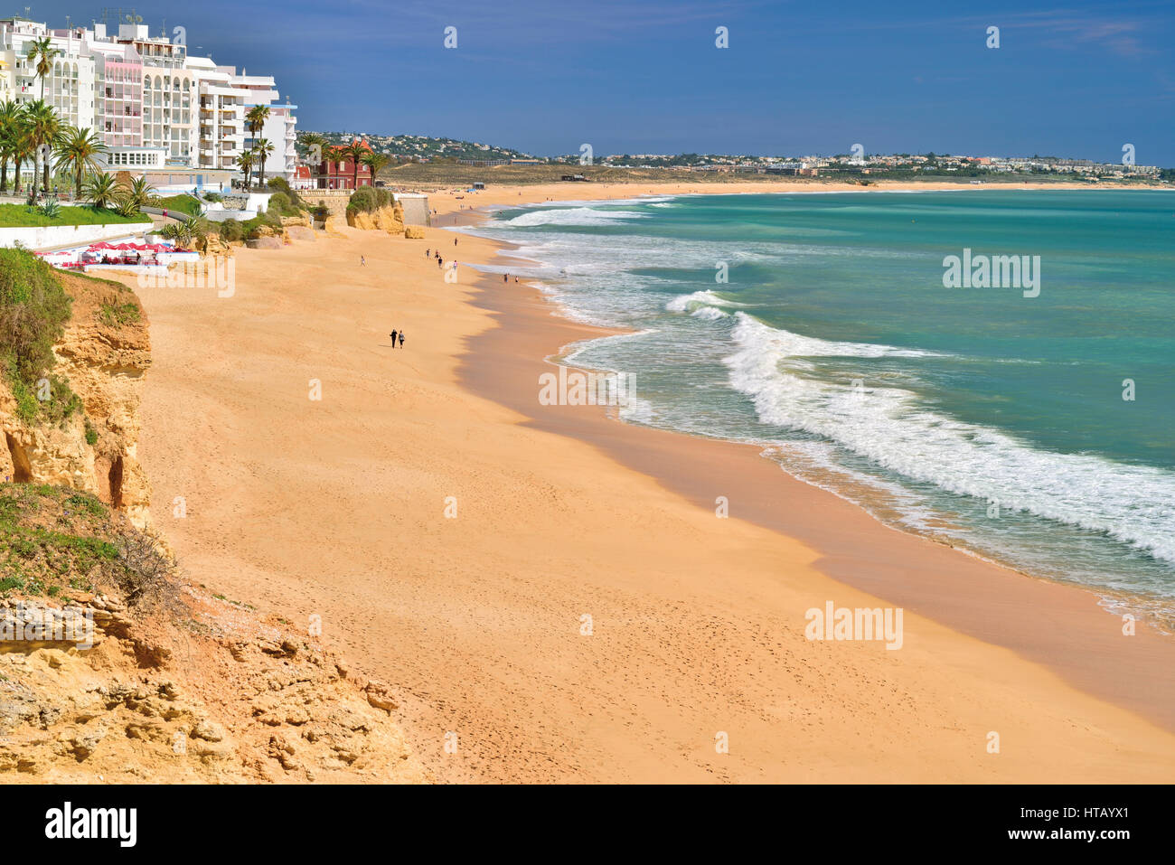 View large sand beach in Algarve town Armacao de Pera - Stock Image