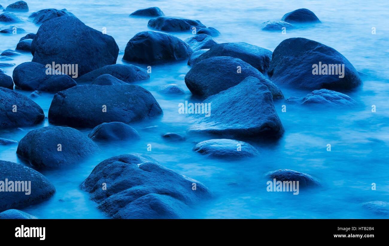 Stones in the water at the blue hour in Lohme on R?gen, Steine im Wasser in der blauen Stunde in Lohme auf Ruegen - Stock Image