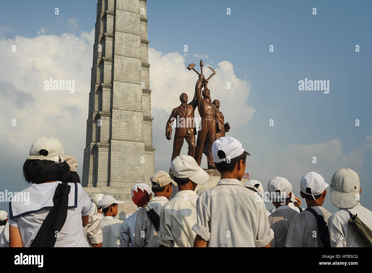 08.08.2012, Pyongyang, North Korea - Pupils and students rehearse for an upcoming mass convention at the tower of - Stock Image