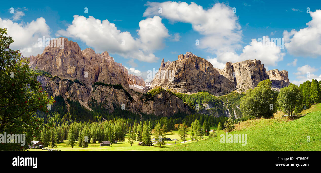 Mountains and pastures of the Sella plateau near Colfosco, looking at Mount Sassongher, Trentini, Italy - Stock Image