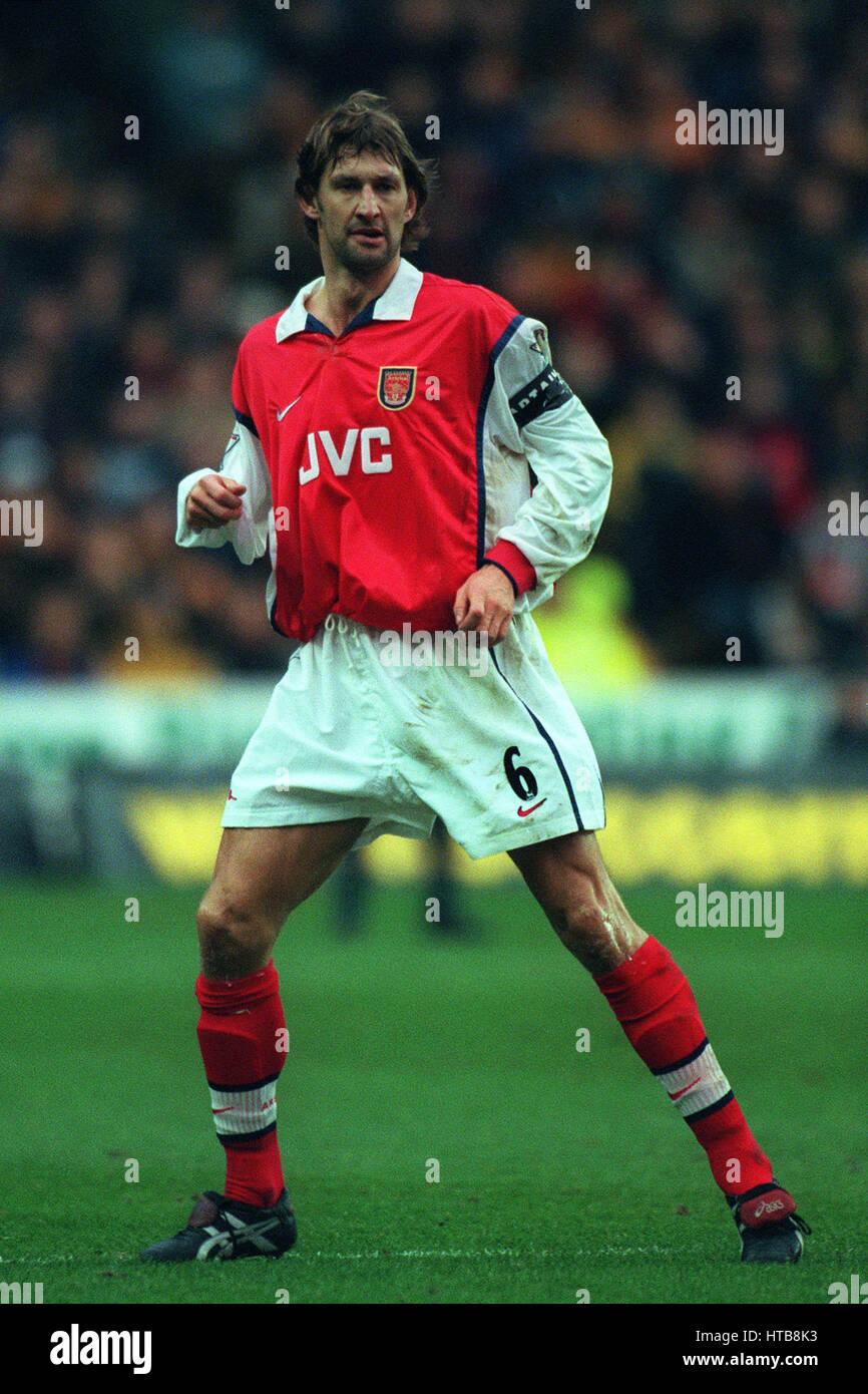 brand new abc19 9cd93 TONY ADAMS ARSENAL FC 24 January 1999 Stock Photo: 135472599 ...