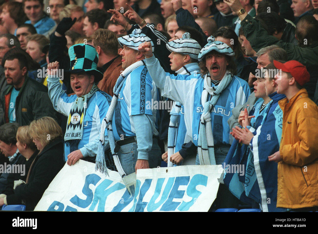 THE MAD HATTER COVENTRY FAN EVERTON V COVENTRY 15 February 1999 - Stock Image