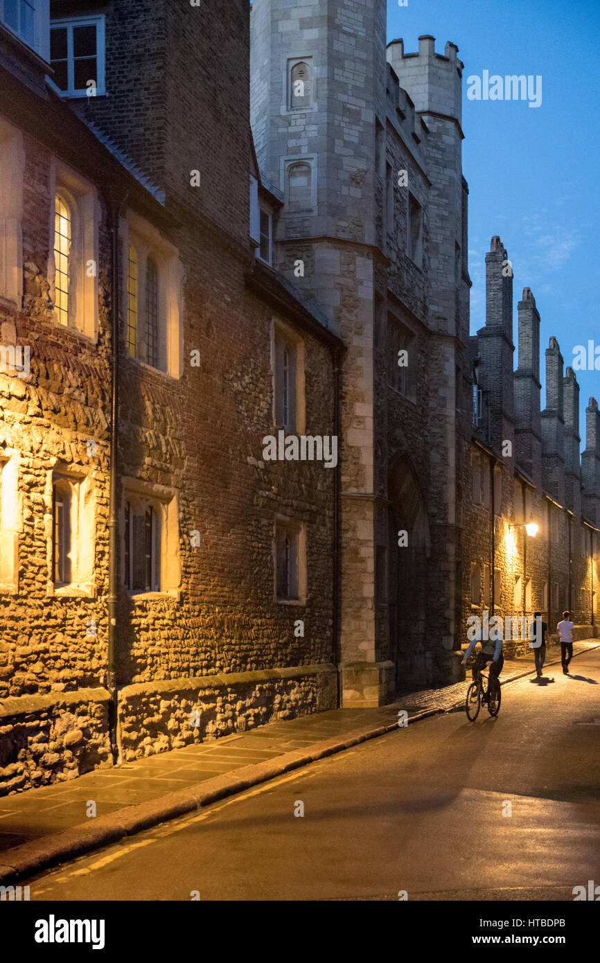 Students on Trinity Lane, outside Trinity College, at dusk, Cambridge, England, UK - Stock Image