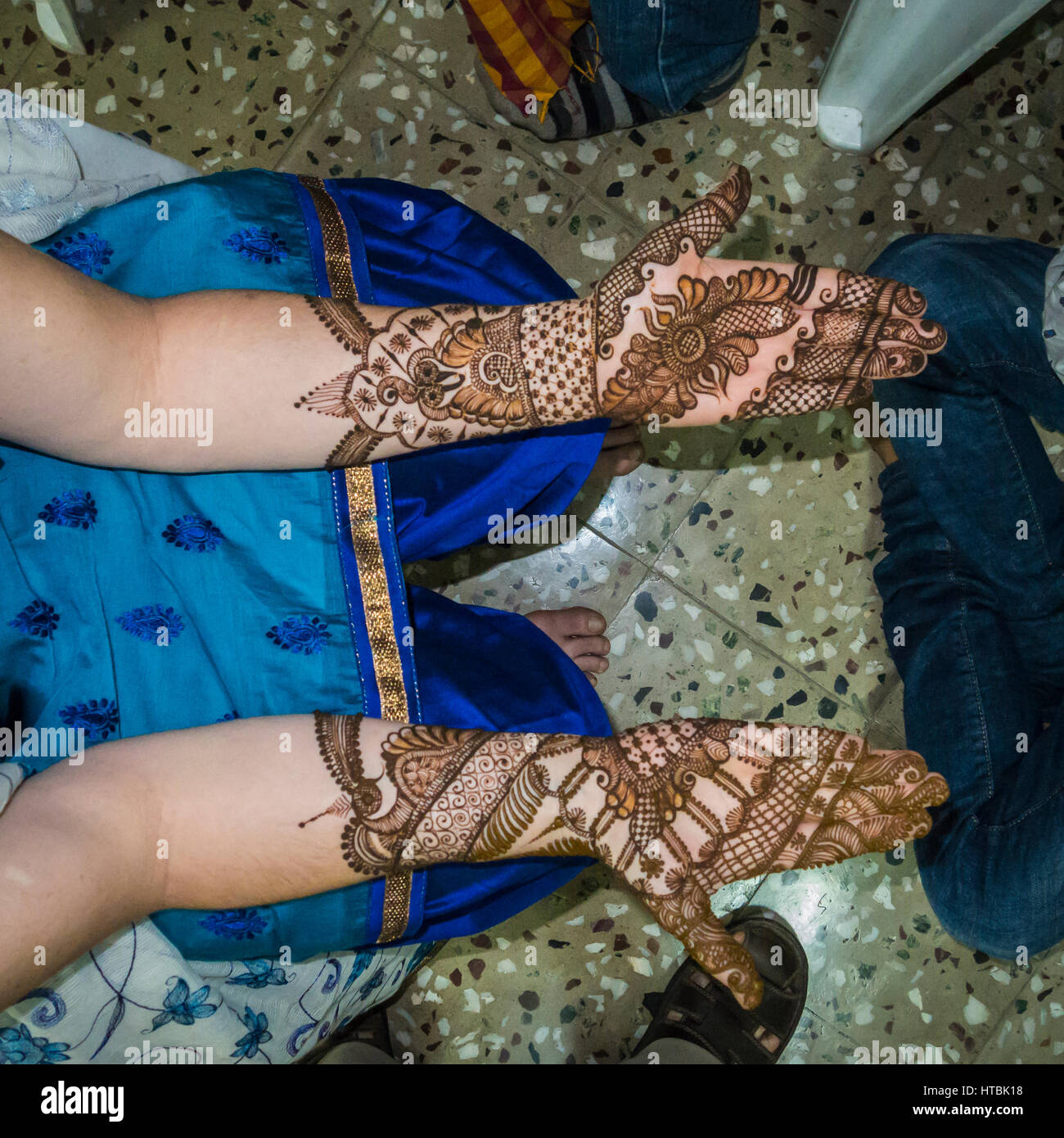 A womans arms and hands after having henna applied in preparation for a Indian / Hindu wedding celebration. Pune, - Stock Image